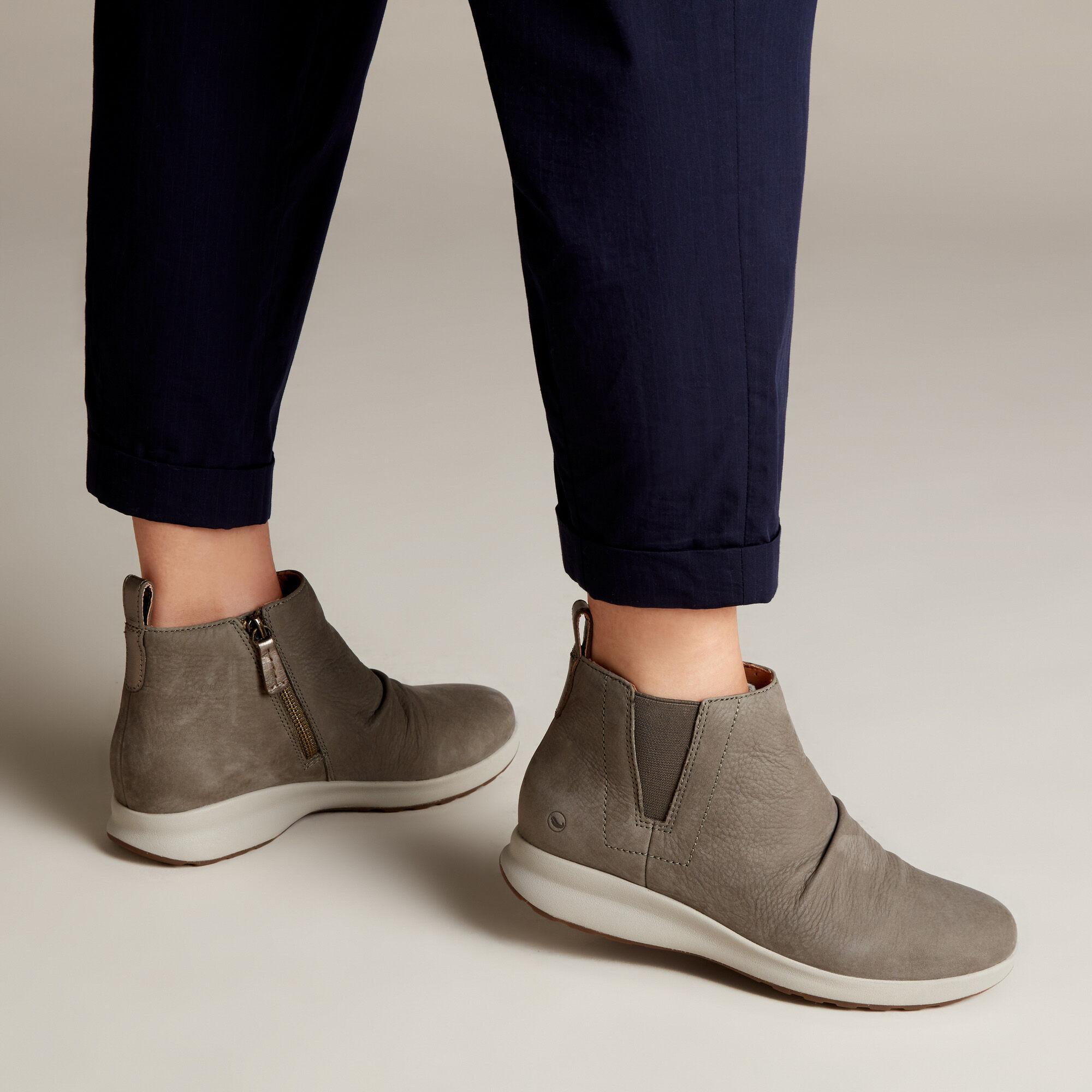 Clarks Ladies Unstructured Ankle Boots /'Un Adorn Mid/'